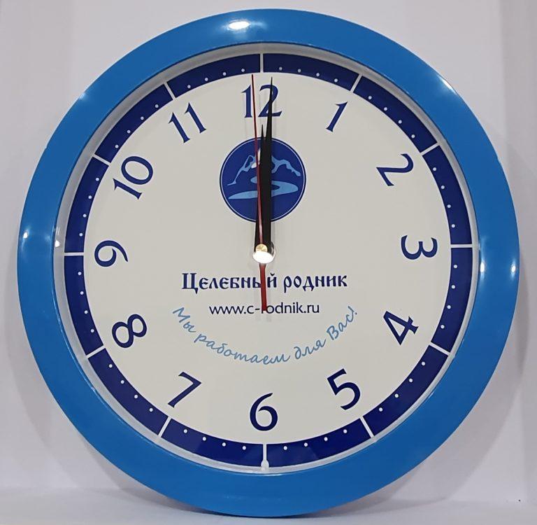 Часы бело-голубые